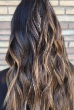 beautiful-brunette-balayage